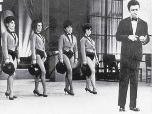 Moacyr Franco Show - Jacqueline é a segunda da esquerda para a direita.
