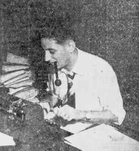 Max Nunes, em 1953, escrevendo Uma Pulga Na Camisola