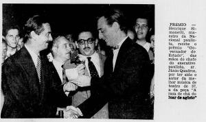Simonetti recebe o prêmio Governador do ?Estado das mãos de Jânio Quadros, à época, governador de S. Paulo